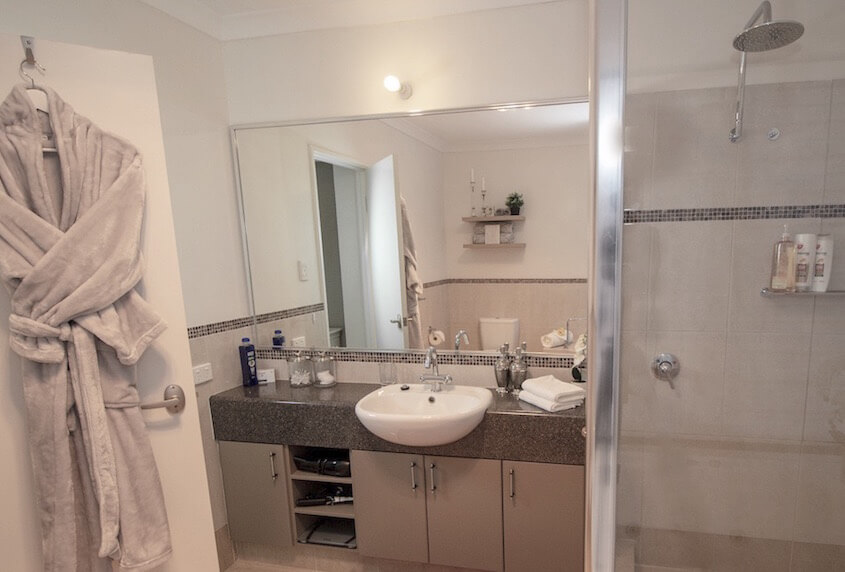 Alabaster Suite - large bathroom